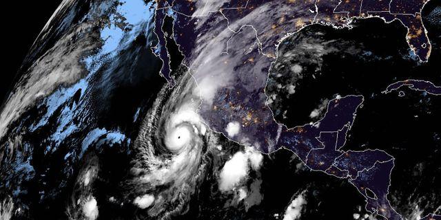 Orkanen Willa på satelitbilder.  HANDOUT / NOAA/RAMMB
