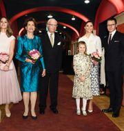 Prinsessan Sofia, drottning Silvia, kung Carl Gustaf, prinsessan Estelle, kronprinsessan Victoria och prins Daniel på konsert i februari. Naina Helén Jåma / TT / TT NYHETSBYRÅN