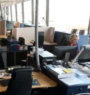 Ett näst intill tomt kontorslandskap.  Fredrik Sandberg/TT / TT NYHETSBYRÅN