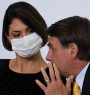 Jair Bolsonaro och hans fru Michelle Bolsonaro. Eraldo Peres / TT NYHETSBYRÅN
