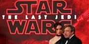 """Skådespelarna Daisy Ridley och Mark Hamill i samband med premiären av """"Star Wars: The last jedi"""" i december. PAWEL KOPCZYNSKI / TT NYHETSBYRÅN"""