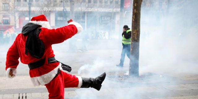 Bild från Paris på lördagen. GONZALO FUENTES / TT NYHETSBYRÅN