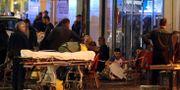 Skadade och rädda människor syns på bilder från Nice. VALERY HACHE / AFP