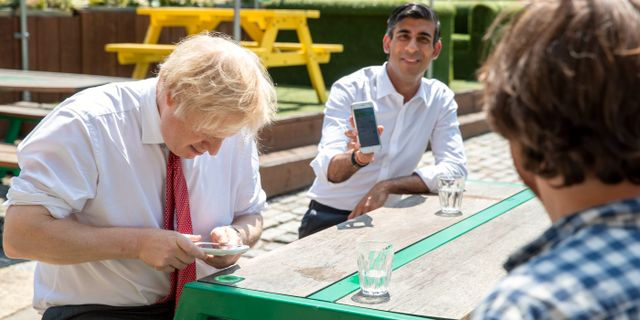 Illustrationsbild: Boris Johnson och Rishi Sunak på restaurang i London.  Heathcliff O'Malley / TT NYHETSBYRÅN