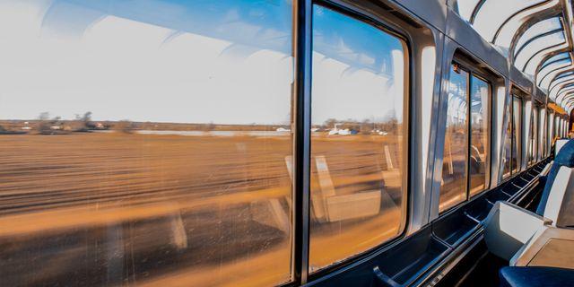 Res miljövänligt inom Europa, men ta tåget. Det går nämligen snabbare än flyget. Pexels