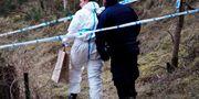 Polis och kriminaltekniker arbetar på brottsplatsen i Åhus på tisdagsmorgonen. Johan Nilsson/TT / TT NYHETSBYRÅN