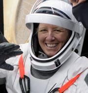 Shannon Walker, en av astronauterna ombord på Crew-1 Dragon-kapseln som landade i havet utanför Floridas kust på söndagen, efter sex månader i rymden.  Bill Ingalls / TT NYHETSBYRÅN
