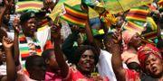 Anhängare till president Emmerson Mnangagwa. PHILIMON BULAWAYO / TT NYHETSBYRÅN