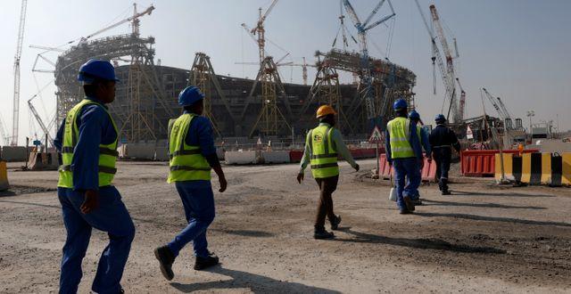 Byggarbetare vid en av arenorna i Qatar. Hassan Ammar / TT NYHETSBYRÅN