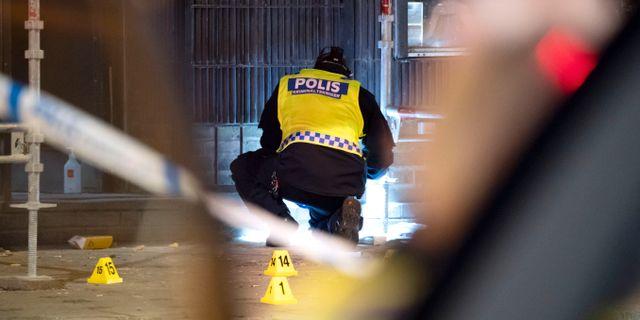 Arkivbild: Polisens kriminaltekniker på plats på Drottninggatan i Malmö efter att sex personer blivit beskjutna (juni 2018) Johan Nilsson/TT / TT NYHETSBYRÅN