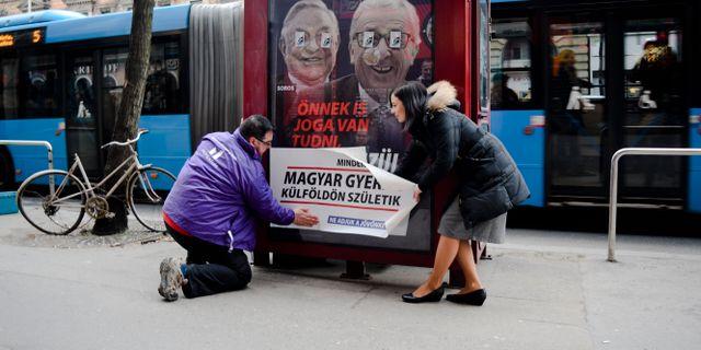 Företrädare för oppositionella partiet Momentum.  Pablo Gorondi / TT NYHETSBYRÅN/ NTB Scanpix