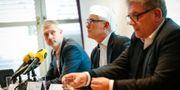 Chefsåklagare Robert Eriksson (tv), Lars Liewenborg (mitten) och Johan Levin vid Nyköpingspolisen, håller en pressträff angående åtal om bland annat allmänfarlig ödeläggelse efter en handgranatsattack mot polisstationen i Katrineholm Fredrik Persson / TT NYHETSBYRÅN