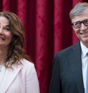Melinda och Bill Gates i Paris 2017. Kamil Zihnioglu / TT NYHETSBYRÅN