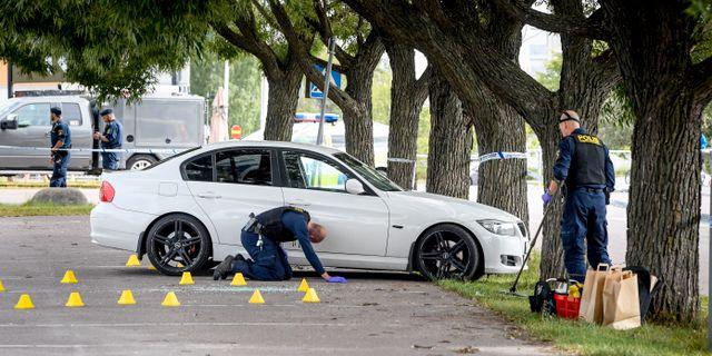 Brottsplatsen undersöks av polis.  Ulf Palm /TT / TT NYHETSBYRÅN