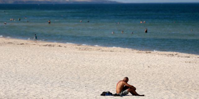 Hett i australiensisk strand. Kelly Barnes / TT NYHETSBYRÅN