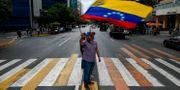 En av oppositionsledaren Juan Guaidos anhängare i Caracas. FEDERICO PARRA / AFP