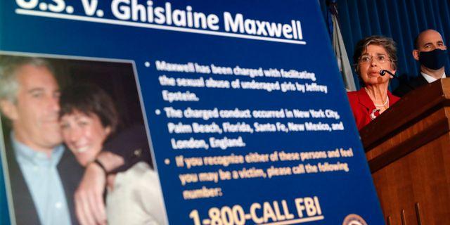 Åklagaren Audrey Strauss på en presskonferens i samband med gripandet av Maxwell. John Minchillo / TT NYHETSBYRÅN