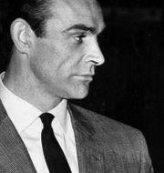 """Sean Connery med italienska skådespelerskan Daniela Bianchi i Bondfilmen """"From Russia with Love"""" TT NYHETSBYRÅN"""