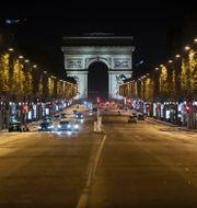 Öde Champs-Esysees i Paris. Lewis Joly / TT NYHETSBYRÅN