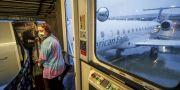 Arkivbild: En passagerare går ombord på American Airlines flygning mellan Charlotte, North Carolina, och Roanoke, Virginia i slutet av maj.  Sandy Huffaker / TT NYHETSBYRÅN