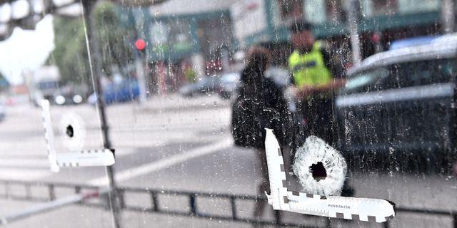 Kulhål i fönstret på Drottninggatan i Malmö på tisdagsmorgonen Johan Nilsson/TT / TT NYHETSBYRÅN