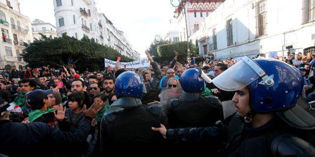 Protester inför presidentvalet.  RAMZI BOUDINA / TT NYHETSBYRÅN