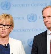 Utrikesminister Margot Wallström (S) och FN-ambassadör Olof Skoog. Pontus Lundahl/TT / TT NYHETSBYRÅN