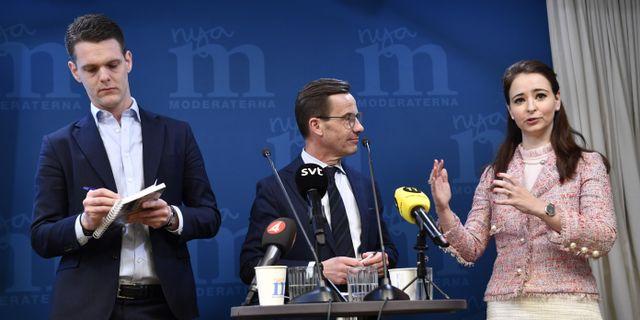 Christofer Fjellner, Ulf Kristersson och Alice Teodorescu. Henrik Montgomery/TT / TT NYHETSBYRÅN