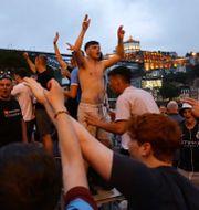 Manchester City-fans festar i Porto på fredagskvällen. VIOLETA SANTOS MOURA / BILDBYRÅN
