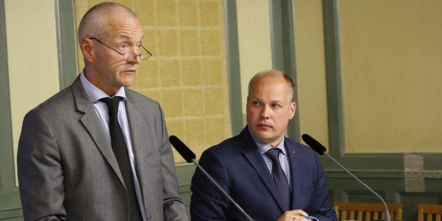 Lars Werkström, särskild utredare, och Morgan Johansson, justitieminister.  Christine Olsson/TT / TT NYHETSBYRÅN