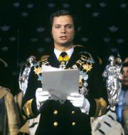 Herman Lindqvist (t v), Kung Carl XVI Gustaf håller sitt trontal 1973 (t h) TT