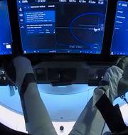Nasa-astronauterna Doug Hurley och Bob Behnken förbereder sig för att docka loss från ISS, 1 augusti 2020.  TT NYHETSBYRÅN/NASA