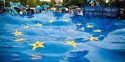 EU-anhängare kampanjar i Rumäniens huvudstad Bryssel. Vadim Ghirda / TT NYHETSBYRÅN/ NTB Scanpix