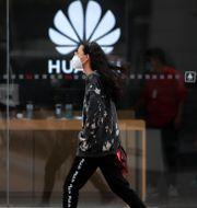 Arkivbild: Huawei-butik i Beijing.  Andy Wong / TT NYHETSBYRÅN
