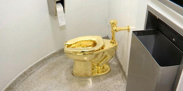 Toaletten när den stod på Guggenheimmuseet i New York. TT NYHETSBYRÅN