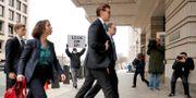 van der Zwaan anländer till rättssalen på tisdagen. Leah Millis / TT NYHETSBYRÅN