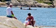 Sommarfirare på klipporna vid Saltholmen i Göteborg. Arkivbild. Adam Ihse/TT / TT NYHETSBYRÅN