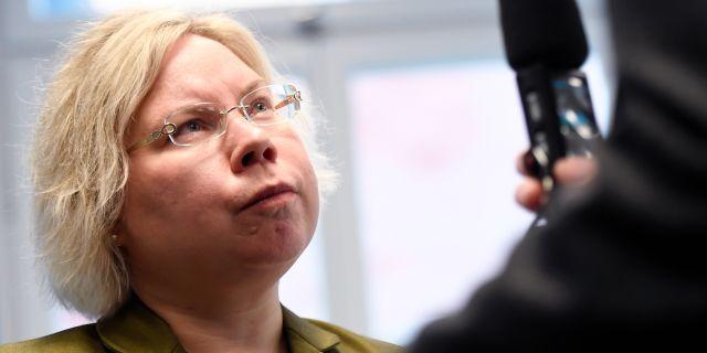 Linda Ylivainio, ordförande för analysgruppens arbete, (C) presenterar partiets valanalys för riksdagsvalet 2018 Naina Helen Jåma/TT / TT NYHETSBYRÅN