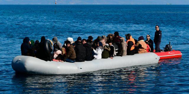 Flyktingar som lyckats ta sig över till Grekland, i mars i år. Uncretided / TT NYHETSBYRÅN