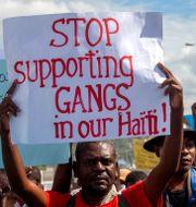 Protest mot gängvåldet och den sittande presidenten Jovenel Moise i december 2020. Arkivbild.  Dieu Nalio Chery / TT NYHETSBYRÅN