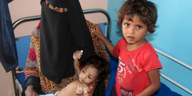 Arkivbild. Kvinna och hennes undernärda barn på ett sjukhus i Khokha, nära al-Hudaydah. 21 januari.  SALEH AL-OBEIDI / AFP