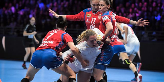 Närkamp i Serbien–Montenegro. LOIC VENANCE / AFP