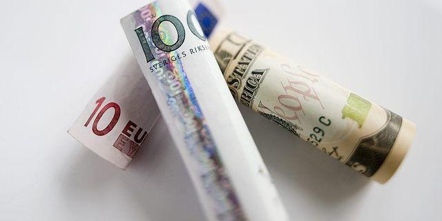 Kronan tappar mot dollarn