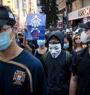 Maskerade demonstranter i Hongkong.  Kin Cheung / TT NYHETSBYRÅN