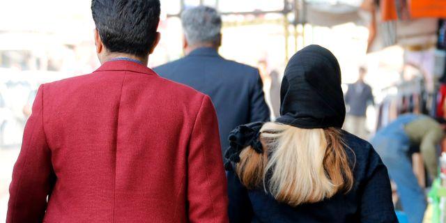 Illlustrationsbild, kvinna med hijab på Teherans gator. ATTA KENARE / AFP