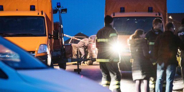 Polis på plats vid huset i Ulstrup. BO AMSTRUP / Scanpix Denmark