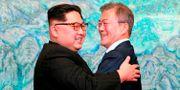 Nordkoreas ledare Kim Jong-Un tillsammans med Sydkoreas president Moon Jae-in. TT NYHETSBYRÅN