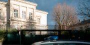 Polis utanför den iranska ambassadörens residens i Wien. JOE KLAMAR / AFP
