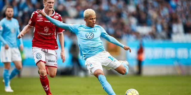 Malmös Romain Gall gör 2–0 i söndagens allsvenska fotbollsmatch mellan Malmö FF och Kalmar FF.  Andreas Hillergren/TT / TT NYHETSBYRÅN