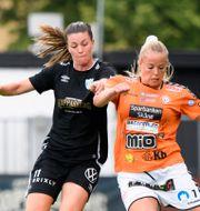 Therese Åsland med bollen. CARL SANDIN / BILDBYRÅN